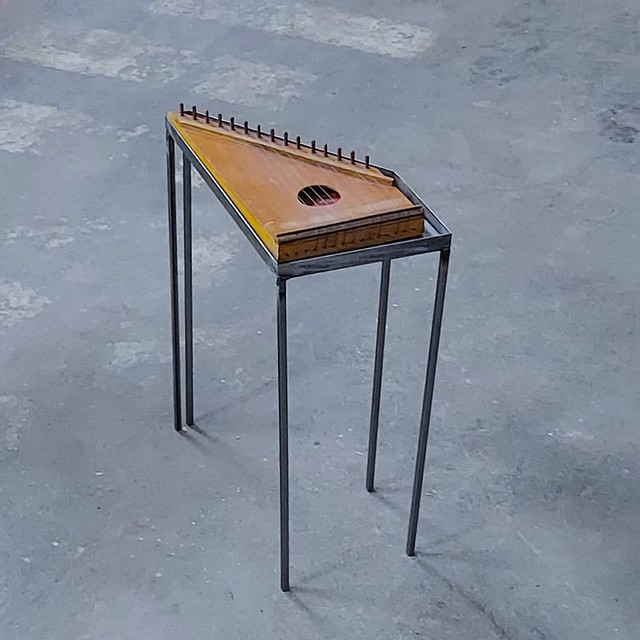 ZITHER TABLE / MESA CITÁRA - HONEVO DESIGN