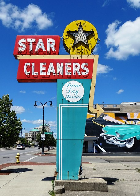 OH, Hamilton-OH 129 Star Cleaners Neon Sign
