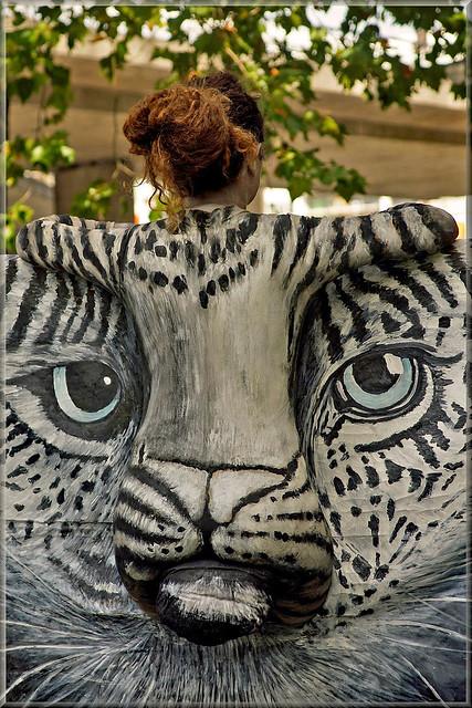 Cat's head (living statue)
