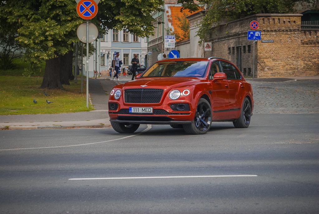 Very nice Bentley ! 15:43:21 DSC_6943