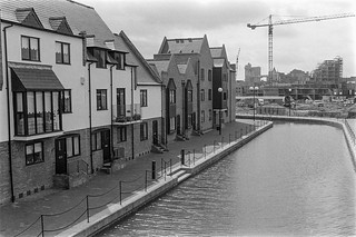 Discovery Walk, Wapping Lane,  Wapping, Tower Hamlets, 1987  87-7n-53-positive_2400