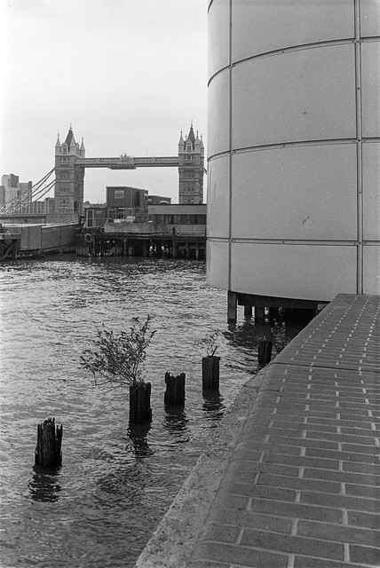 Tower Bridge, River Thames, Aldermans Stairs, Wapping, Tower Hamlets, 1987 87-7n-36-positive_2400