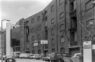 St Katharine's Way, Wapping, Tower Hamlets, 1987 87-7n-23-positive_2400