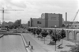 Ornamental canal, News International, Print Works, Wapping, Tower Hamlets, 1987 87-7n-55-positive_2400