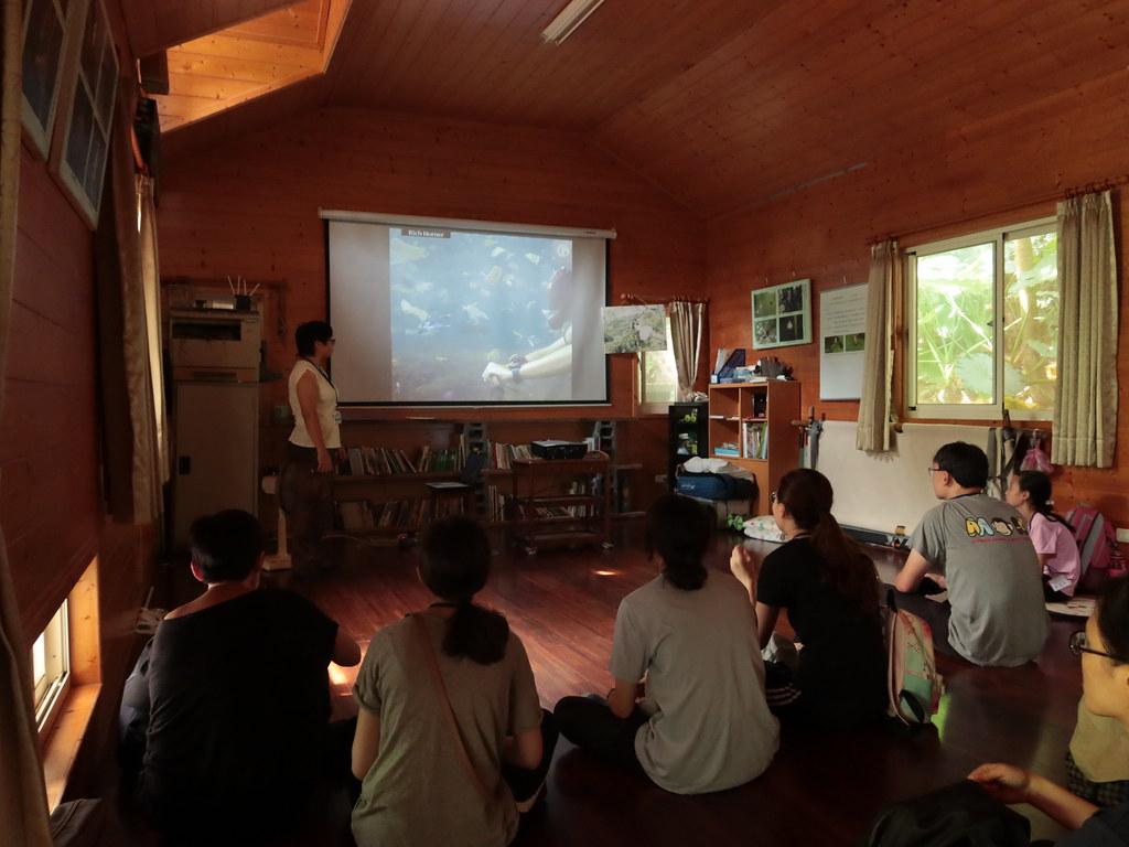 專心聽海洋廢棄物演講的參加者們。(攝影:王乙雯)