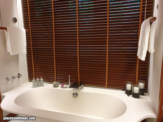 datai rainforest villa bathtub