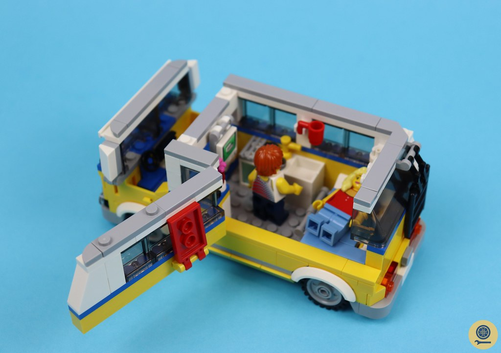 31079 Sunshine Surfer Van 3