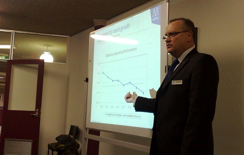 Andrew Lezala from Metro addresses a PTUA meeting (July 2010)