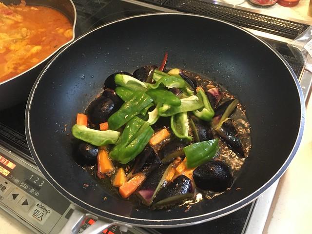 夏野菜とチキンのスパイスカレー