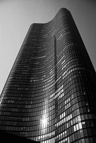 Lake Point Tower - 1987 (1)