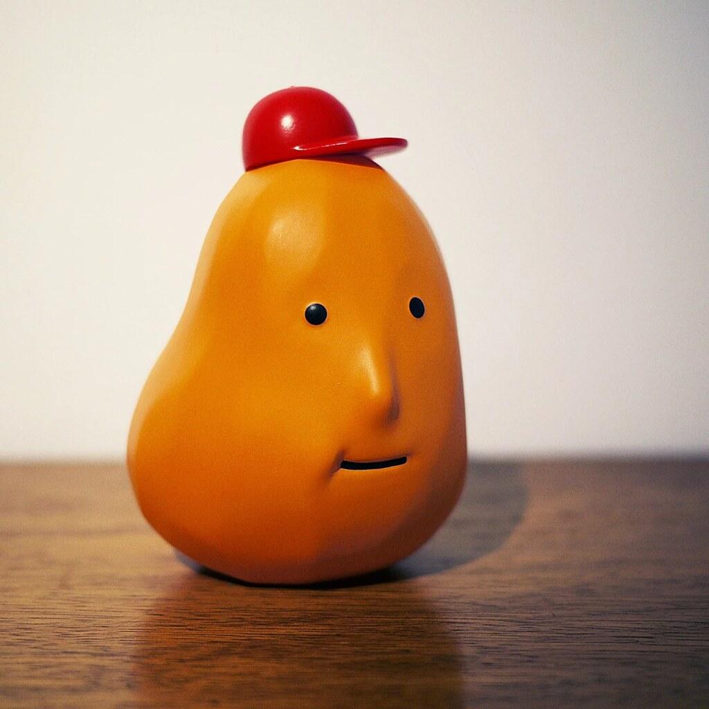 你可以說他像雞塊或是像馬鈴薯~【Chicaca 2.0 自創玩具】紅色帽子版本/藍色帽子版本 限量登場!