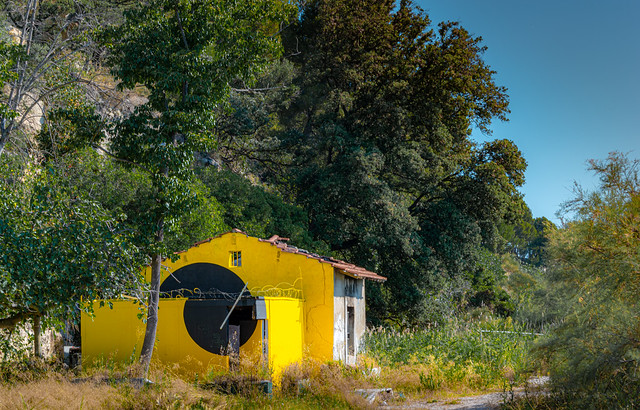 C'est une maison jaune...