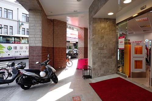 台中市中區寶雅POYA的門口