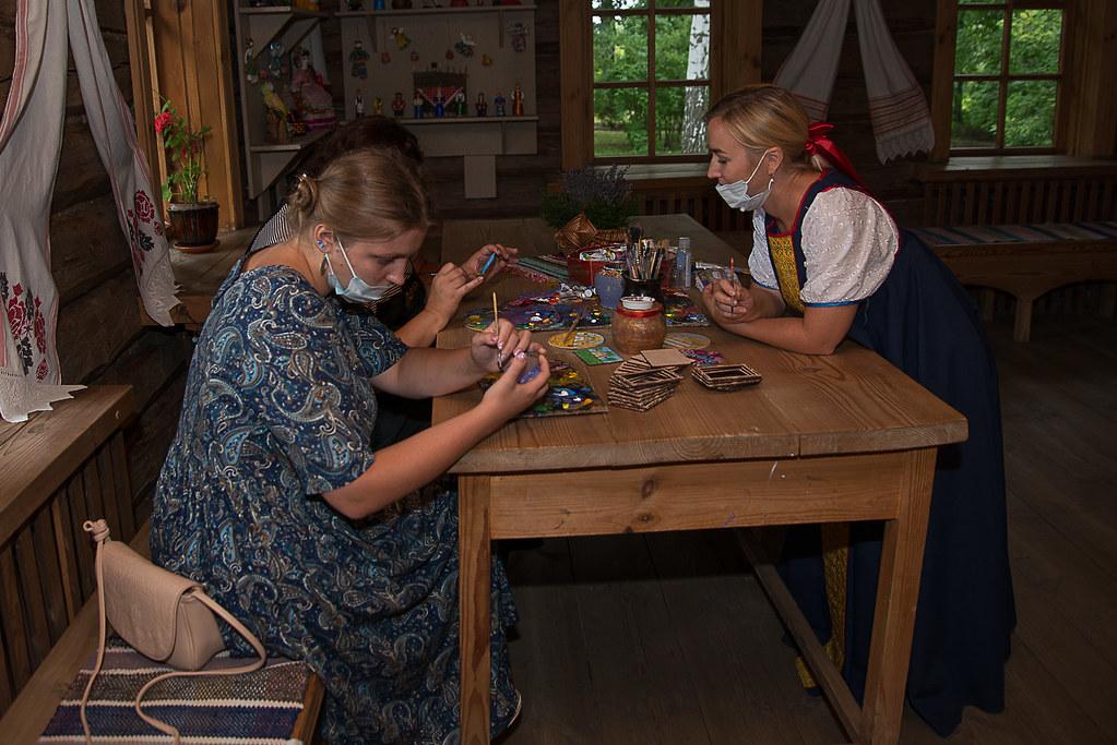 Мастер-классы с детьми и взрослыми по рисованию тарханский пейзажей проводит мастер повозрождению народных промыслов Родионова Елена