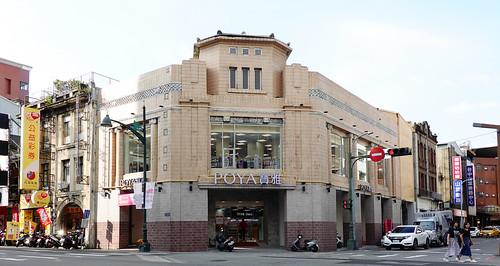 捨棄粉色招牌,台中市中區POYA寶雅為歷史建築華南銀行(美華泰)保留立面外觀
