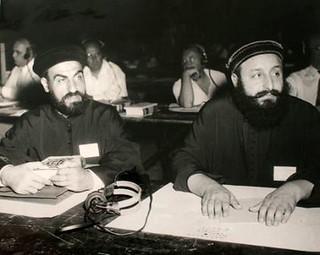 الانبا صموئيل اسقف الخدمات مع القمص صليب سوريال