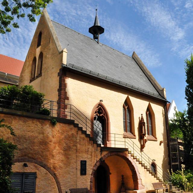 Juli 2020 ... Das historische Beinhaus in der Michaelskapelle Oppenheim