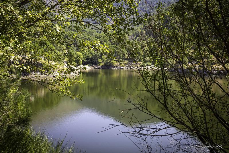 Lago. Presa de Piedralaves.