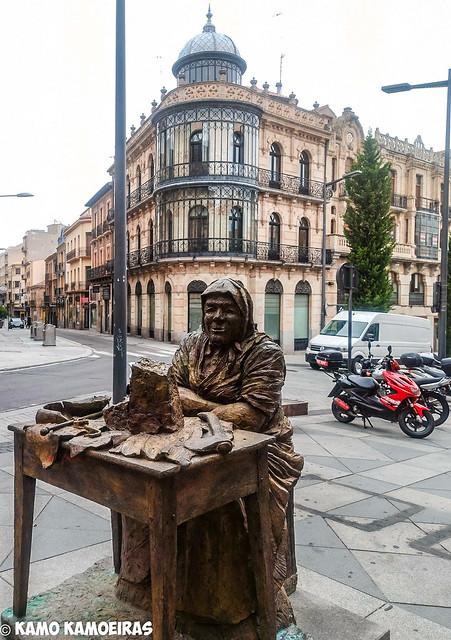 homenaje alas turroneras, plaza del mercado