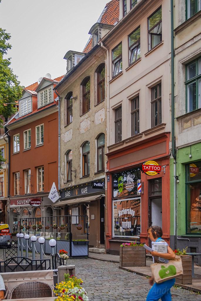 Lovely street  10:24:46  DSC_7023