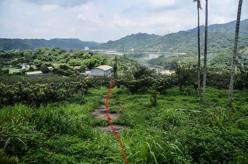 校粟東山山頂西南俯瞰登山路徑及鯉魚潭水庫