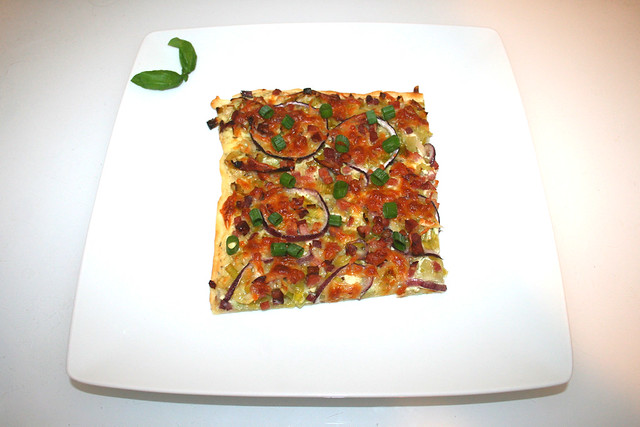 11 - Tarte flambée with leek & bacon & cheese - Served / Flammkuchen mit Lauch & Speck & Käse - Serviert