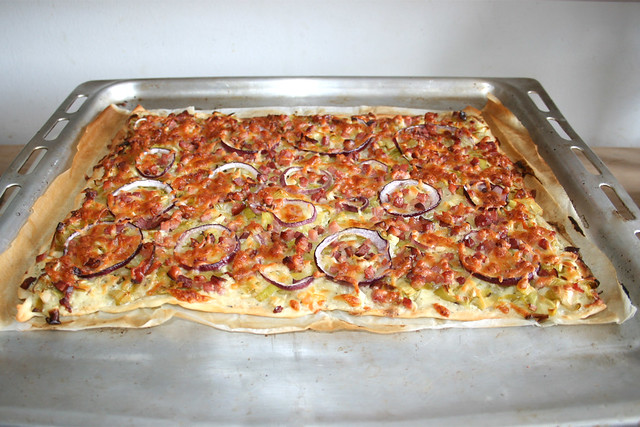 10 - Tarte flambée with leek & bacon & cheese - Finished baking  / Flammkuchen mit Lauch & Speck & Käse - Fertig gebacken