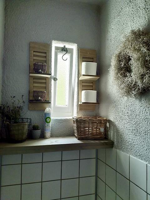 Houten plank en luikjes toilet
