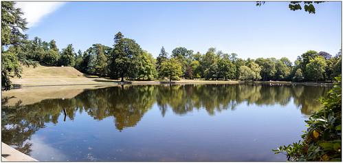 esher elmbridge surrey nationaltrust claremontlandscapegardens everyoneneedsnature lake reflections panorama