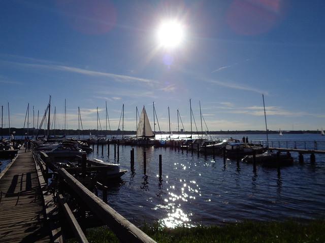 Sonne über dem Hafen