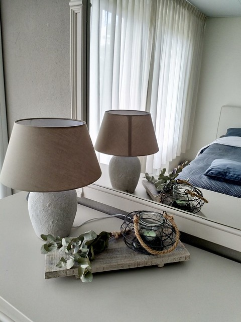 Gezellige slaapkamer wit met grijs