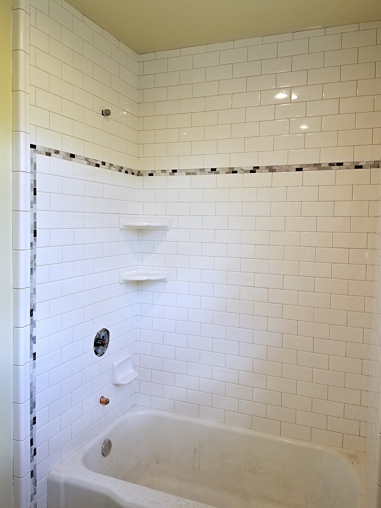 subway tile with trim