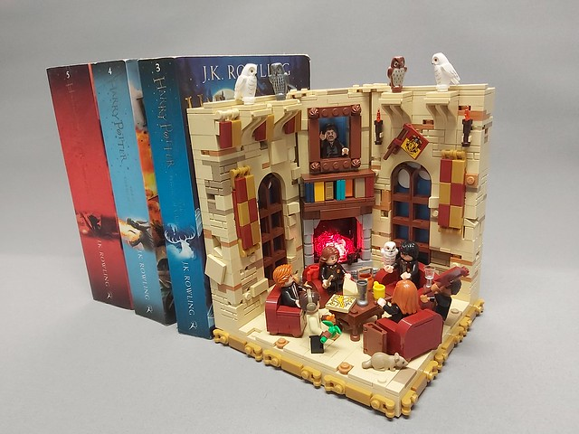 Gryffindor Common Room Bookend/Display Stand