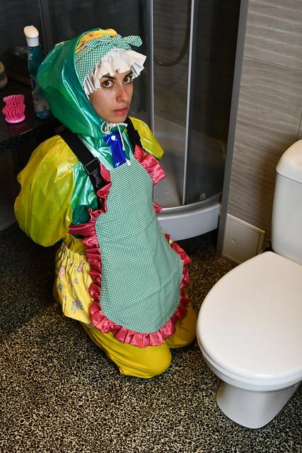 das französiche Dhimmi Dienstmädchen Chloe des Kerem Clans in Berlin Neuköln