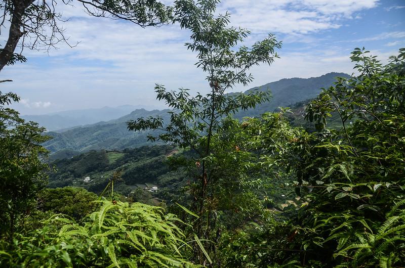 蘇魯山東峰山頂東北眺馬那邦山連稜 (1)