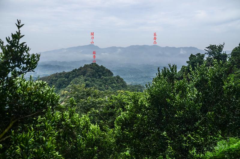 蘇魯山東峰登山口西北遠眺群山