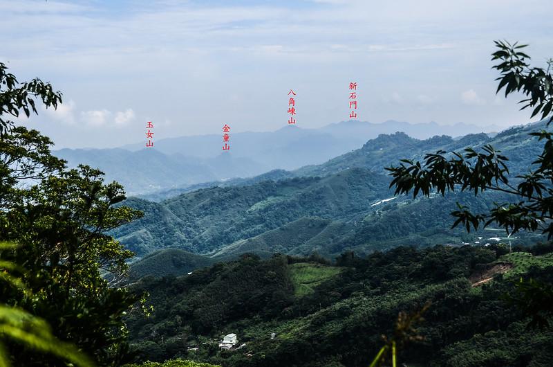 蘇魯山東峰山頂北方遠眺