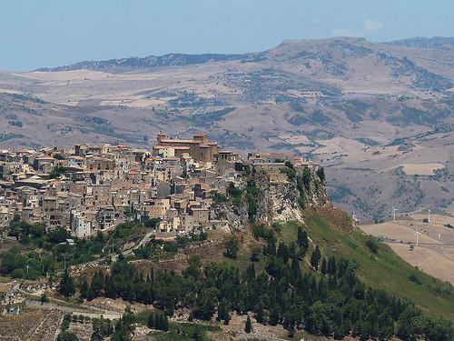 Centrální Sicílie: Pomalu a ještě pomaleji pod spalujícím sluncem