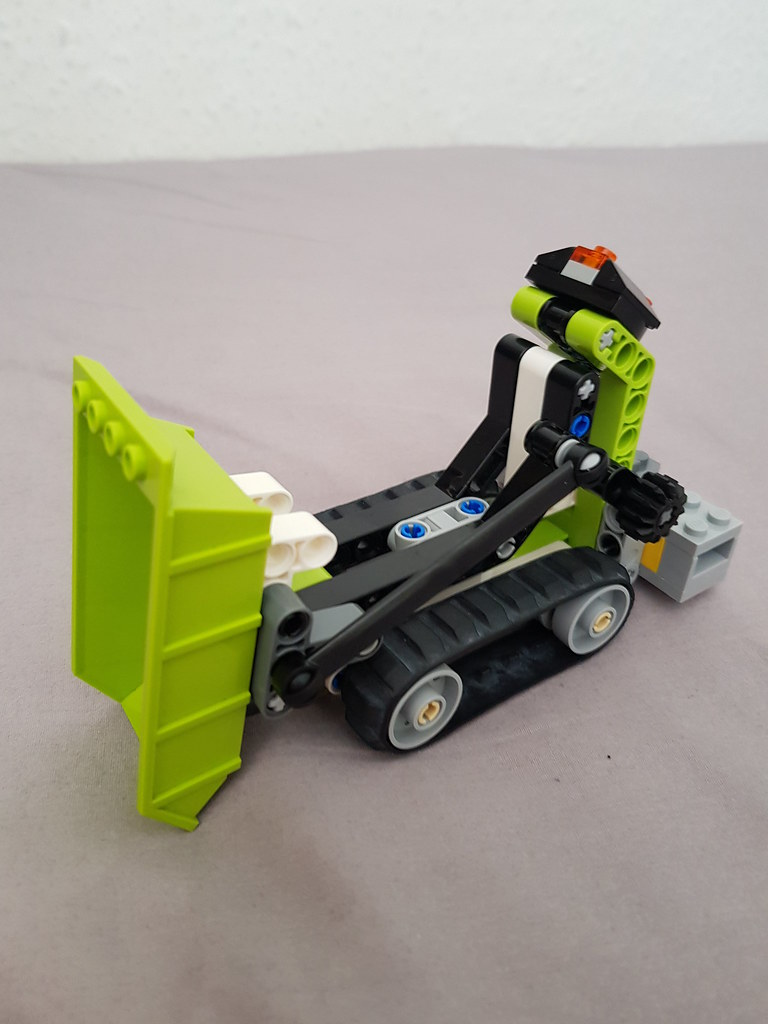 Technic dumper tipping