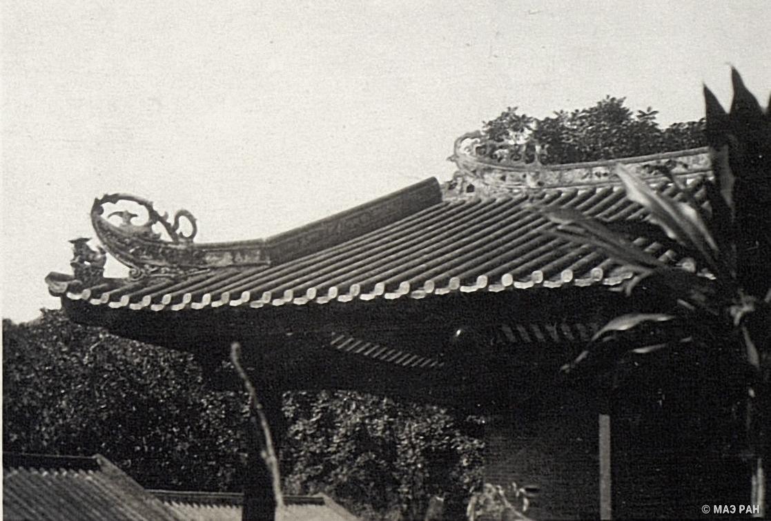 Ханькоу. Деталь крыши китайского дома