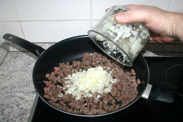 19 - Add onion / Zwiebel hinzufügen