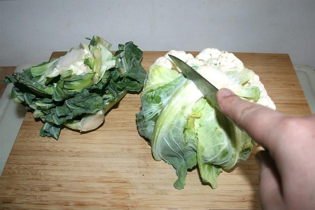 01 - Liberate cauliflower form leaves / Blumenkohl von Blättern befreien