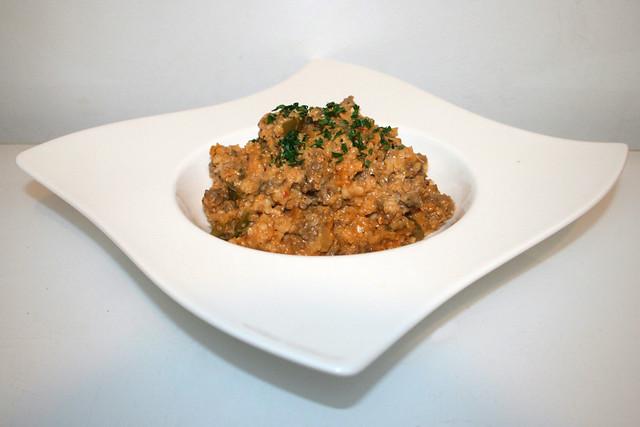 37 - Creamy cauliflower rice with ground beef - Side view / Cremiger Blumenkohlreis mit Rinderhack - Seitenansicht