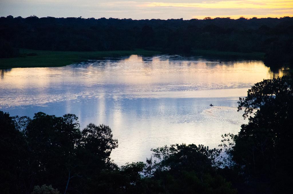 Atardecer Puerto Nariño, Amazonas, Colombia.