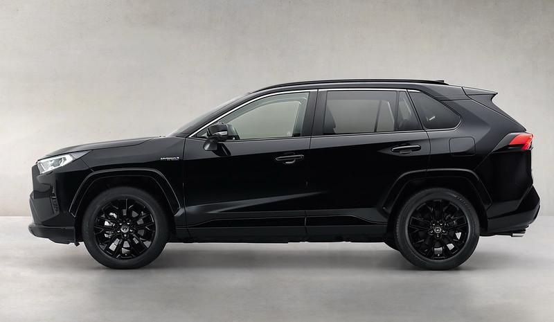 Toyota-RAV4-Hybrid-Black-Edition-03