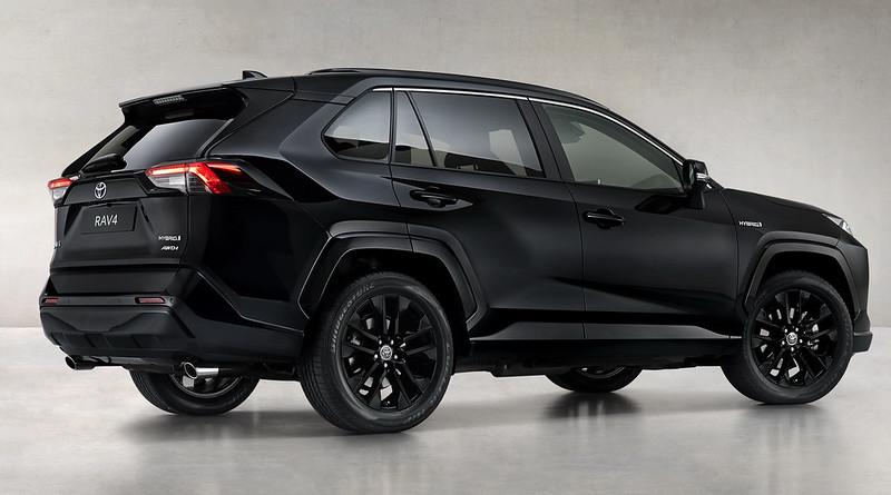 Toyota-RAV4-Hybrid-Black-Edition-05