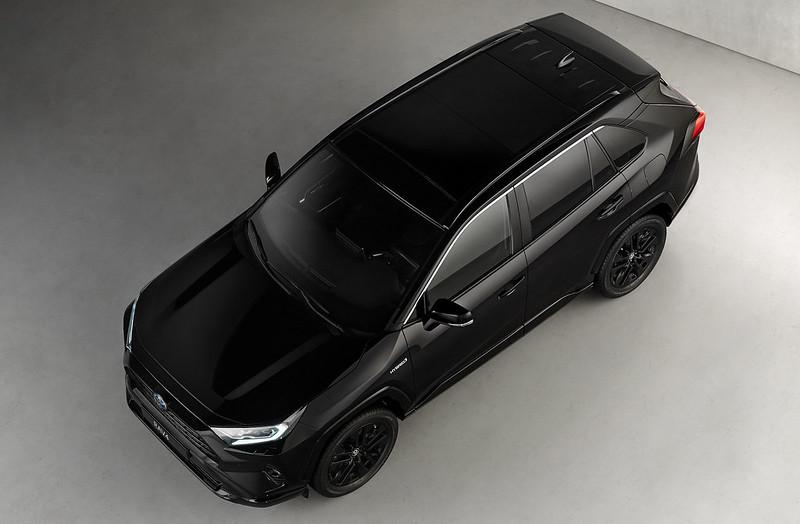 Toyota-RAV4-Hybrid-Black-Edition-04