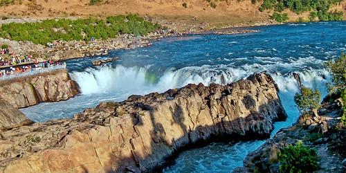 lopamudra lopamudrabarman lopa narmada dhuadhar dhuandhar waterfall water waterscape falls jabbalpur bhedaghat india madhyapradesh river holy sacred beauty beautiful picturesque landscape nature stream rock martoli marble