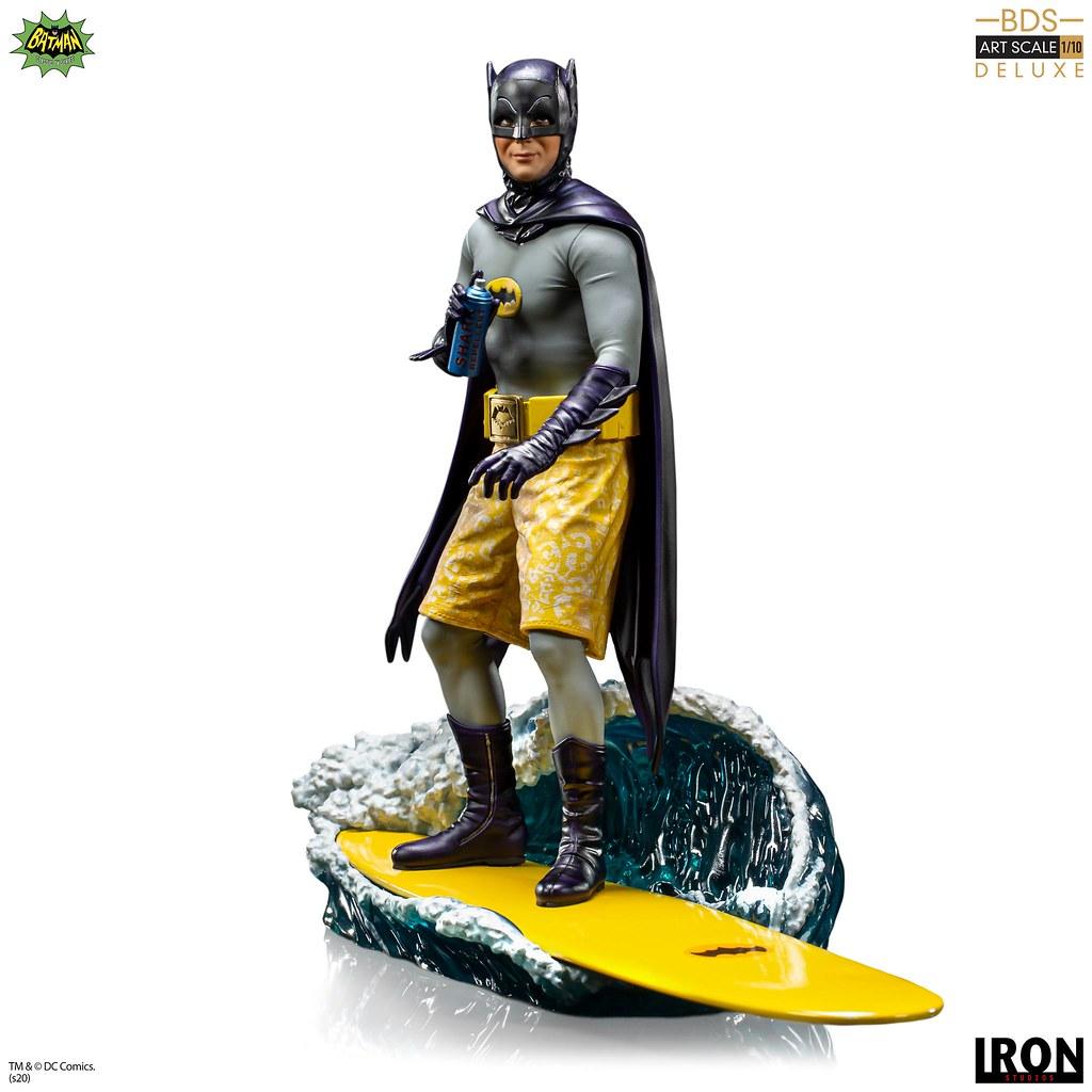 經典、亮眼、趣味的衝浪造型! Iron Studios Battle Diorama 系列《蝙蝠俠(1966 年經典電視劇版本)》蝙蝠俠 豪華版(Batman Deluxe)1/10 比例全身雕像
