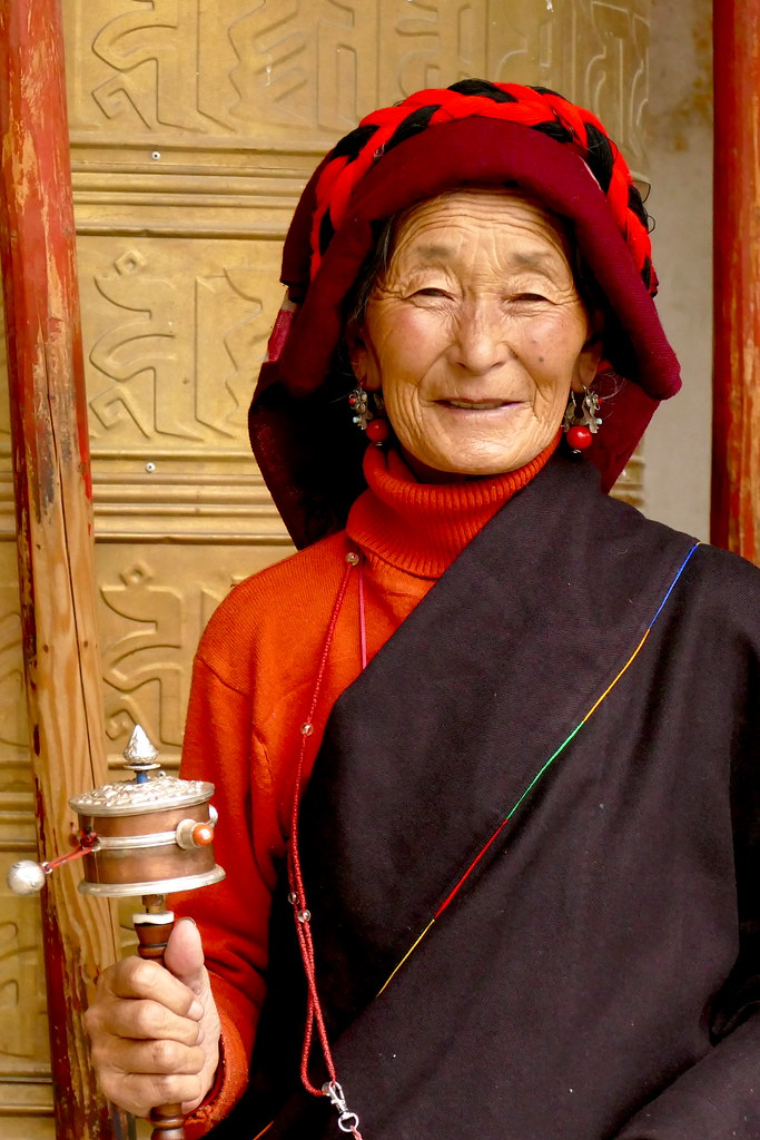 Femme khampa au monastère